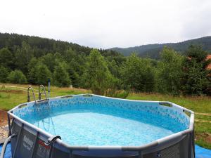 domek-w-gorach-z-basenem
